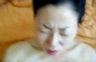 黑色母亲的女性中国成年人的引诱青少年